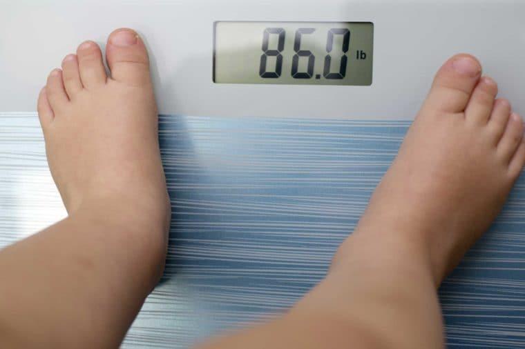 افزایش وزن کودک شما ممکن است به ۱۰ دلیل پزشکی رخ بدهد