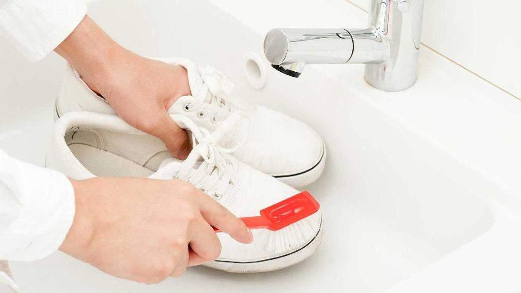 شستن کفش کتانی سفید