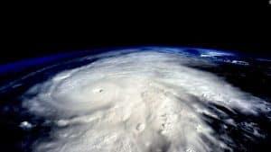 مقابله با خطر طوفان