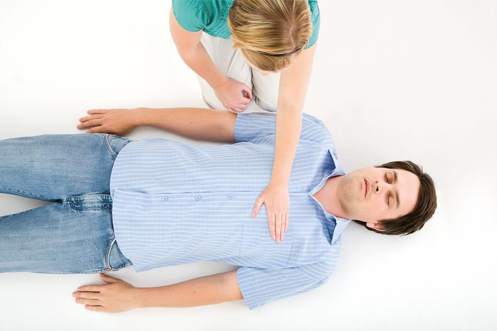آموزش CPR نحوه قرار دادن دست