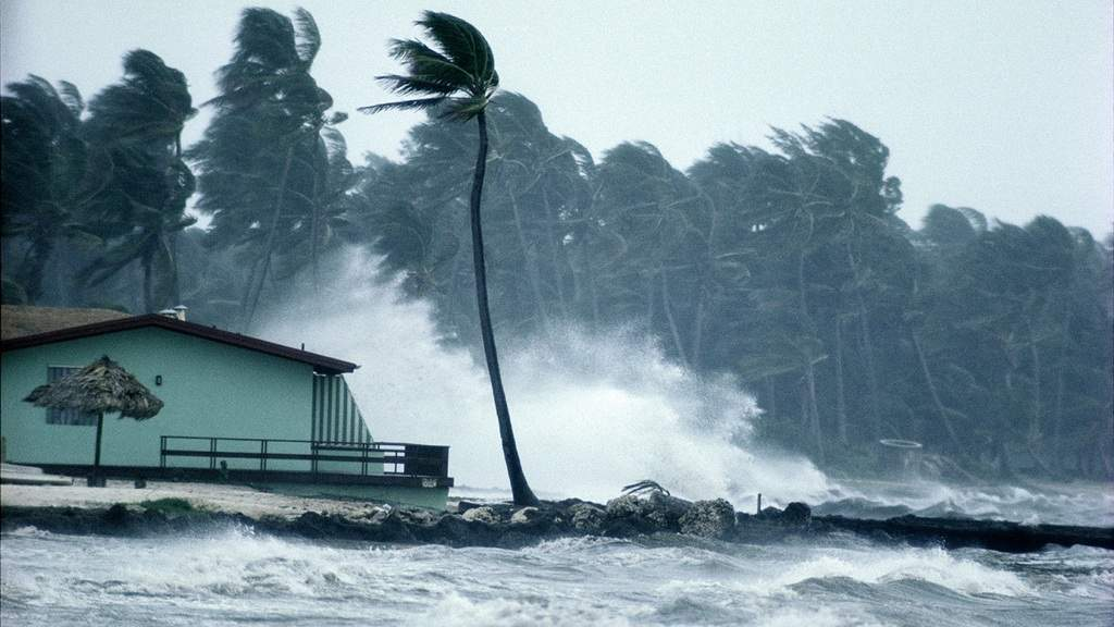 وقوع طوفان