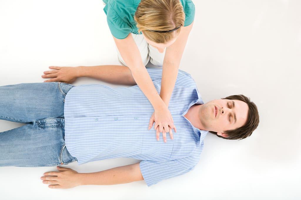 آموزش CPR قفل کردن دستها