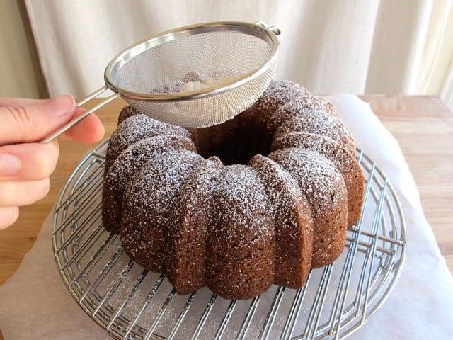 کیک سیب و عسل با تزئین شکر