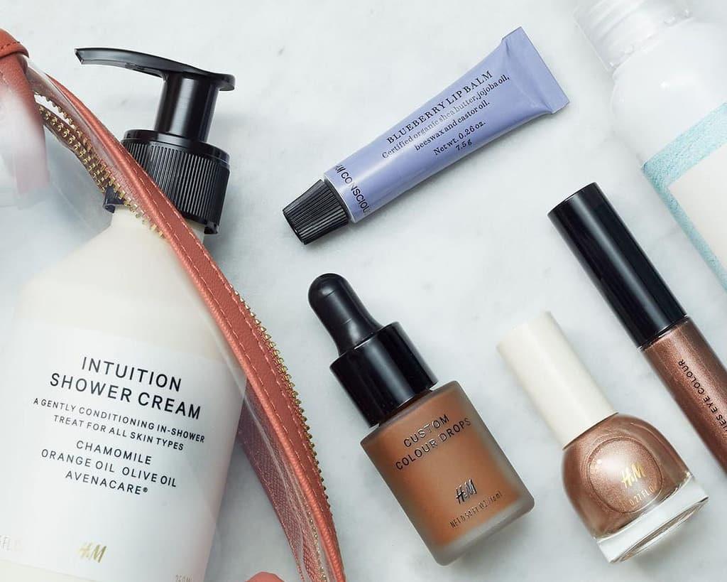 کدام وسیله آرایشی باعث مشکلات پوستی شما میشود؟ آیا بالم لب اعتیادآور است؟