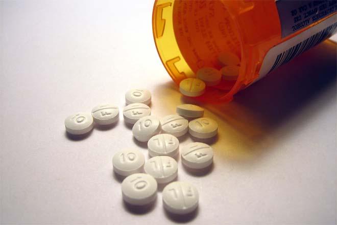 حالت تهوع، استفراغ، اسهال از عوارض جانبی متداول در اثر مصرف این دارو است.