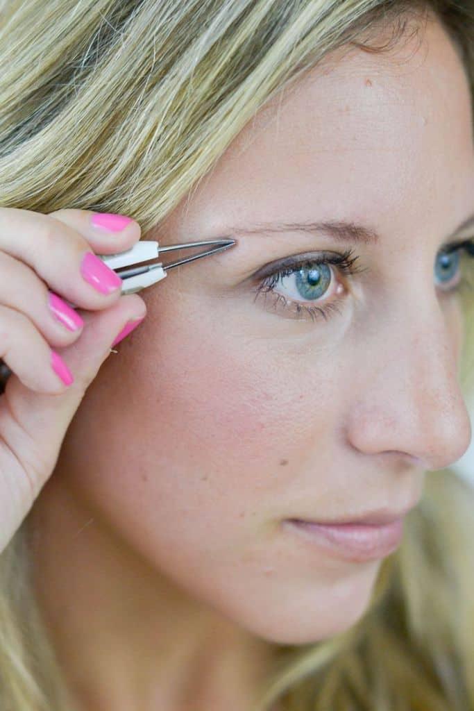 آرایش ابروهای خالی