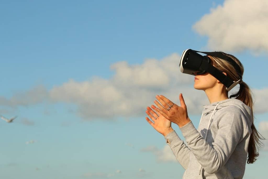درمان ترس از ارتفاع به کمک بهرهگیری از تکنولوژی واقعیت مجازی