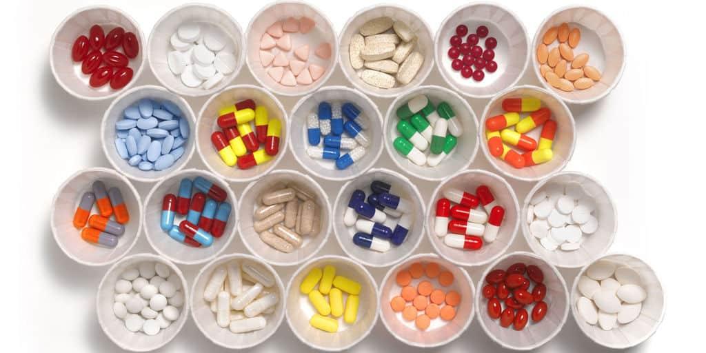هر دارویی که اکنون مصرف میکنید یا قصد شروع یا قطع مصرف آن را دارید، با دکتر در میان گذارید؛