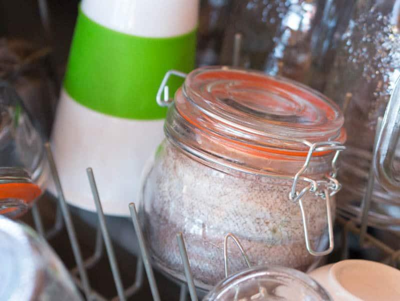آشپزی با ظرف در دار