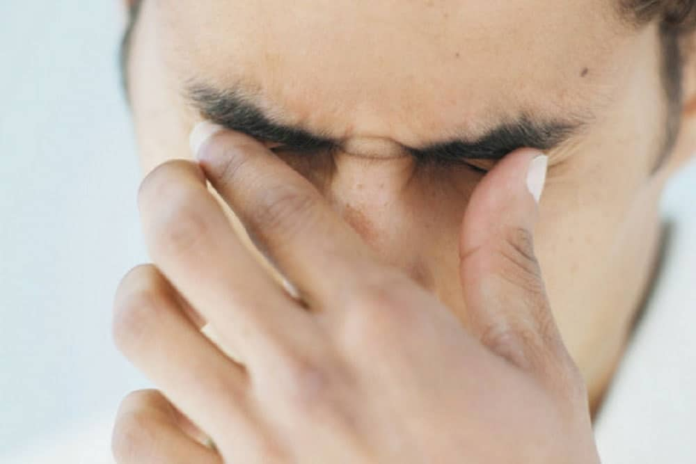 علائم بیماری خشکی چشم