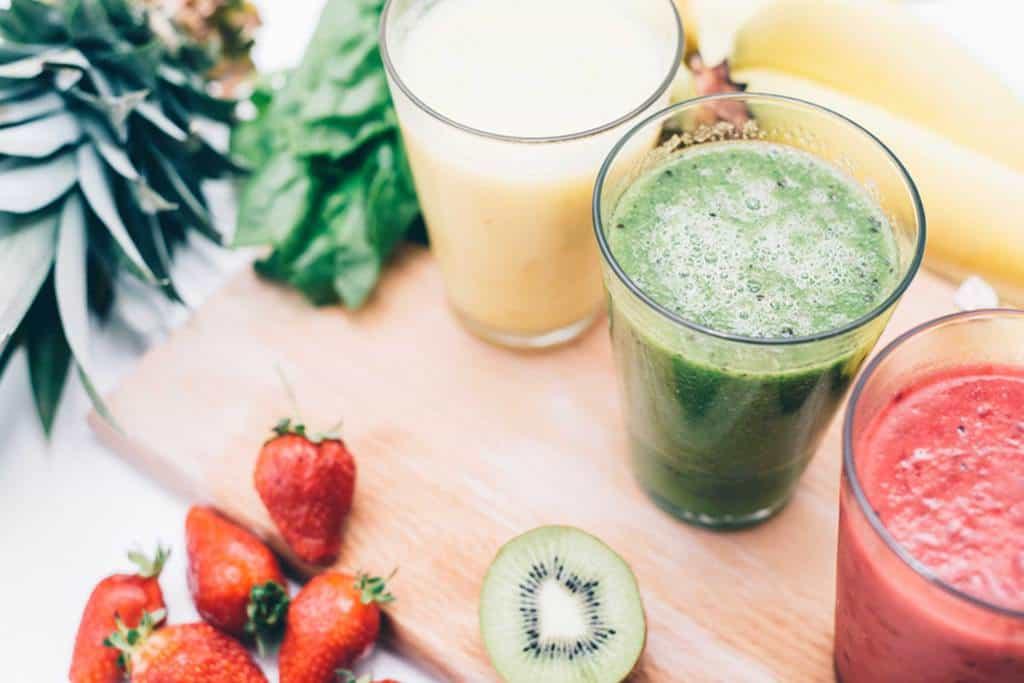 با غذاهای ضد آکنه و غذاهای ایجاد کننده آکنه که آنها را بدتر میکنند، آشنا شوید
