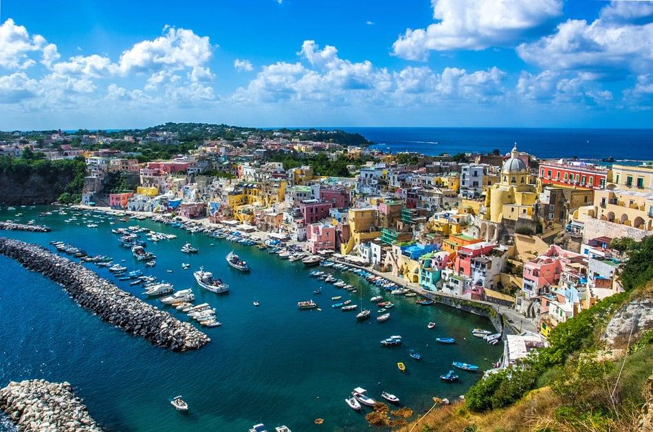 یکی از قدیمیترین شهرهای جهانِ غرب است.