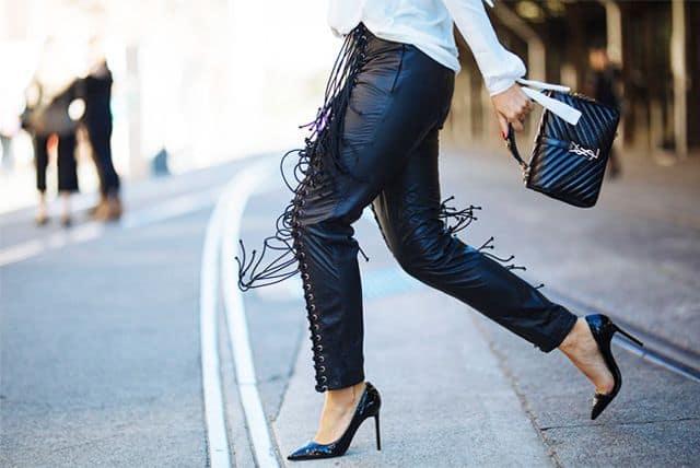 راه رفتن با کفشهای پاشنه بلند