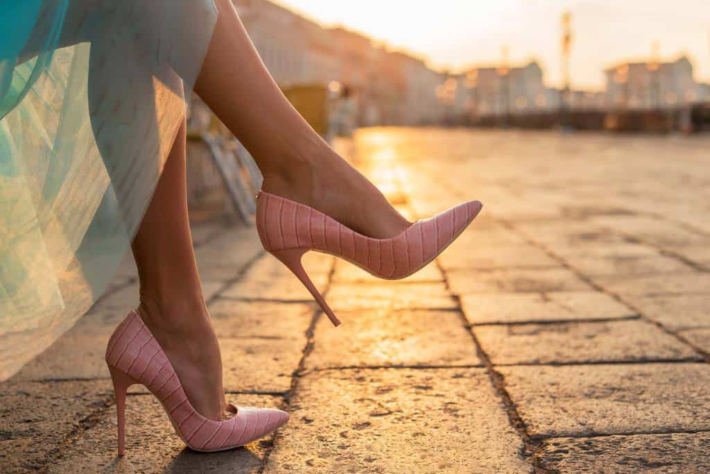 جلوگیری از تاول پا با بالم لب