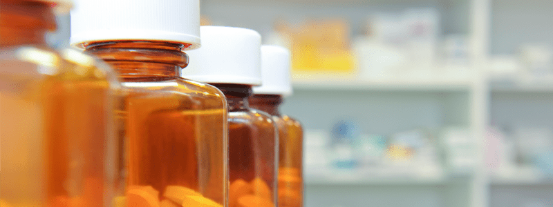 بعضی از داروها با هیدرومورفون ایجاد تداخل میکنند و باعث ایجاد وضعیت خطرناکی به نام سندروم سروتونین میشوند.