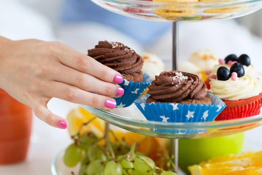 گرسنگی دائم و تمایل زیاد به غذا به ۱۰ دلیل پزشکی رخ میدهد