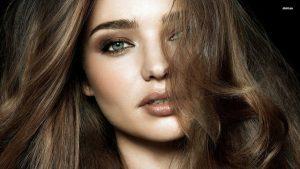 با این ترفندهای ساده و روزمره از وز شدن موها جلوگیری کنید