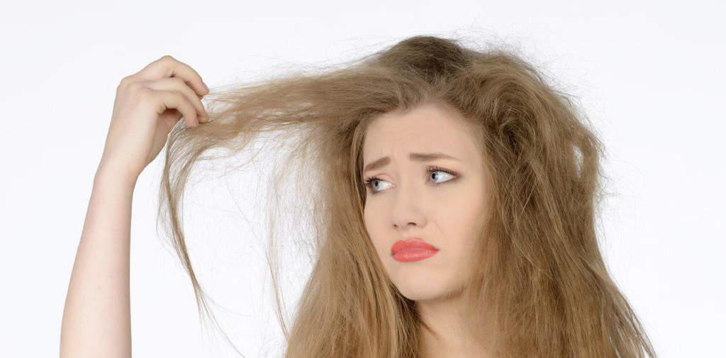 عادات و رفتارهای غلطی که موهای وز و نامرتب را موجب میشوند