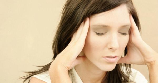 سردرد، از عوارض جانبی رایج در اثر استفاده از این قطره چشمی است.