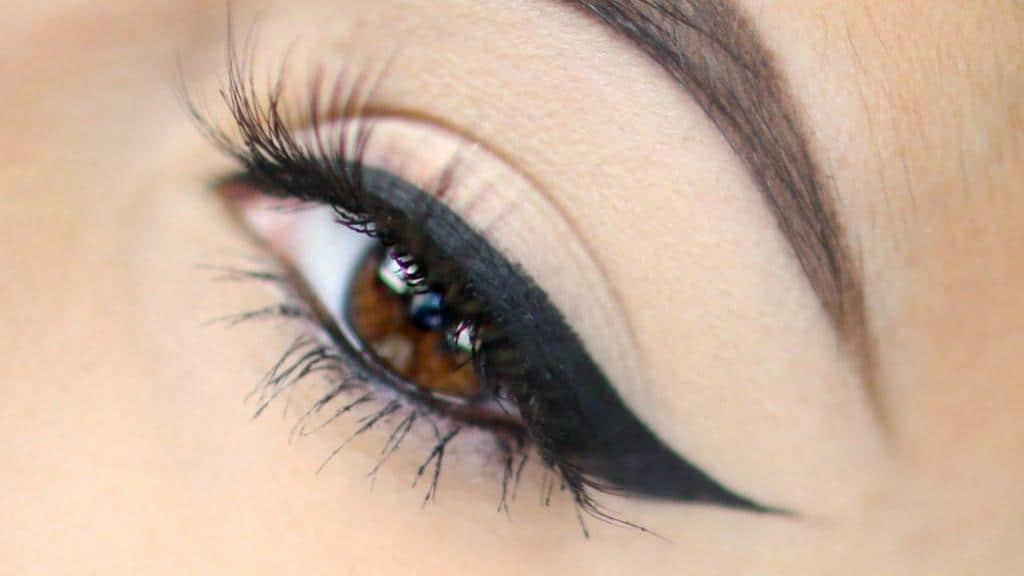 ترفندهای ساده و کاربردی برای کشیدن خط چشم که همه خانمها باید بدانند