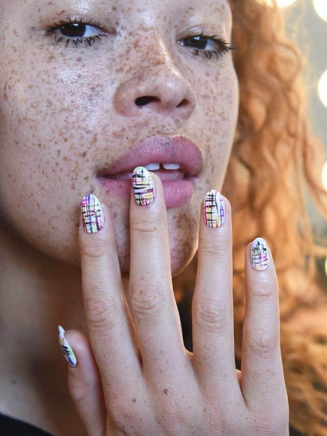 زیباترین مدلهای آرایش ناخن برای زمستان