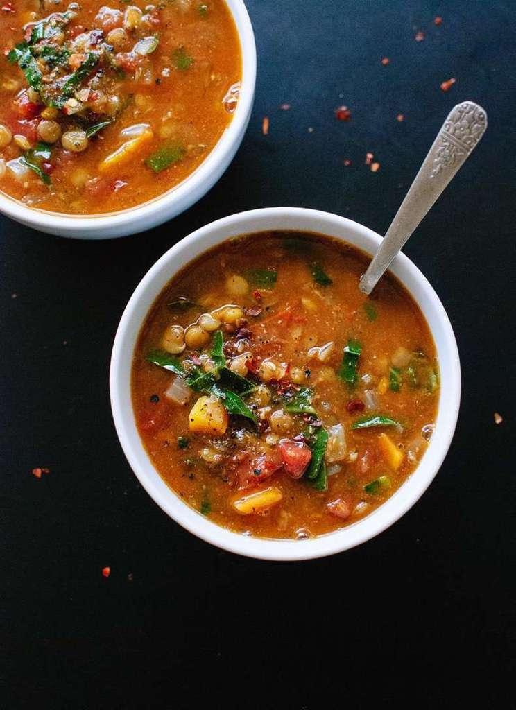 سوپ عدس با سبزیجات به همراه معرفی انواع عدس و طرز پخت آنها