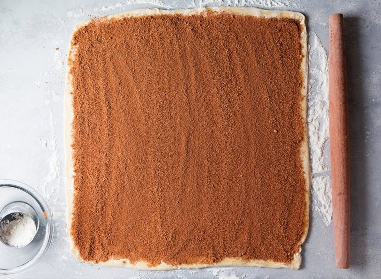 طرز تهیه نان رول دارچینی