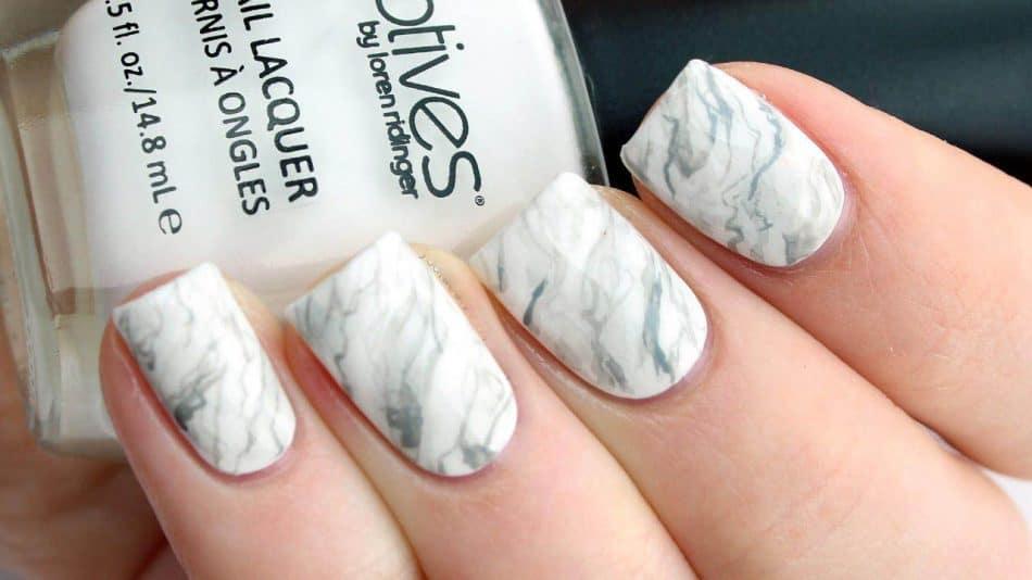 چند روش ساده برای داشتن ناخنهای مرمری و چندرنگ زیبا