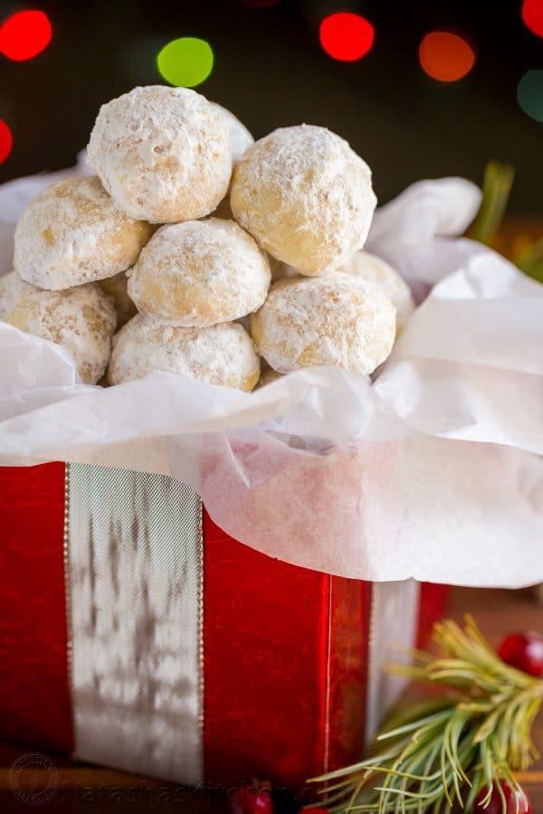 کلوچه بادامی گلوله برفی ؛ کلوچه مخصوص کریسمس و ایام عید