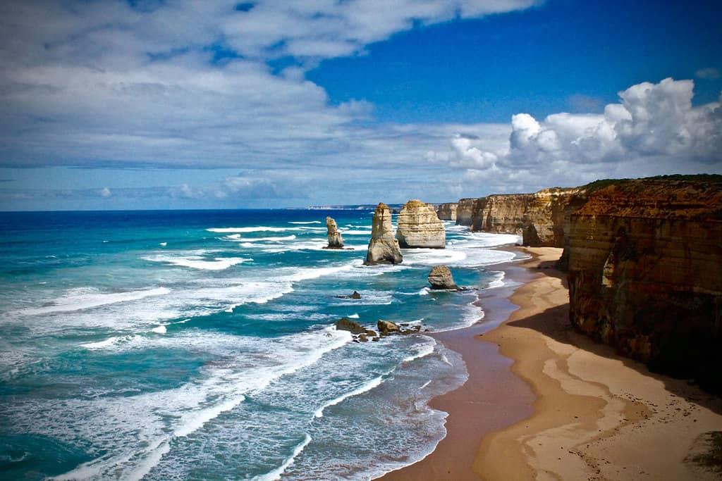 تقریباً یک چهارم از جمعیت استرالیا را مردمانی تشکیل میدهد که در خارج از این کشور متولد شدهاند