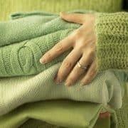 شستشو و اتو کردن لباسهای پشمی و اکرلیک را به این روش انجام دهید