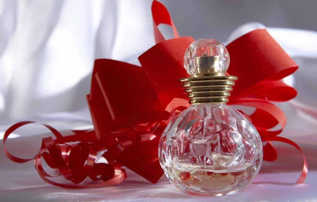 هدیه دادن عطر ، کدام عطر برای هدیه دادن مناسب است؟