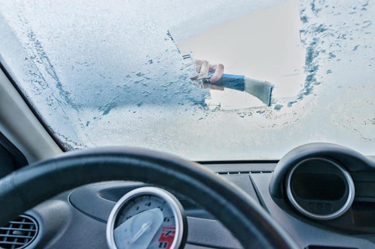 یخ زدایی شیشه ماشین و جلوگیری از مه گرفتگی شیشههای خودرو