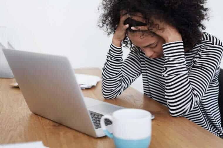 بیماریهای ناشی از تکنولوژی چه هستند؟ بررسی ۱۵ بیماری ناشی از تکنولوژی