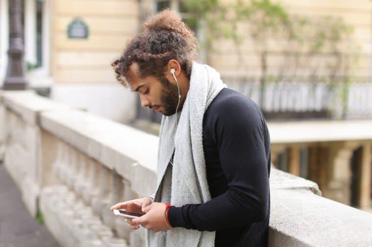 کاهش شنوایی با هدفون