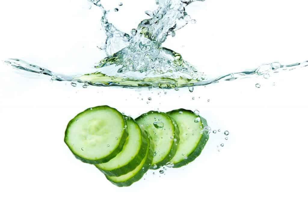 فواید آب خیار برای درمان زخم جوش