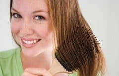 روش صحیح برس کشیدن موها چیست؟ آیا از سنجاق مویی درست استفاده میکنید؟