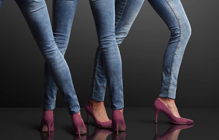 شلوار جین تنگ زنانه را بهتر است با کدام مدل کفش بپوشید؟