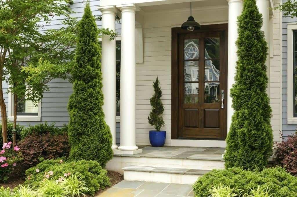 تمیز کردن خانه و ورودی خانه