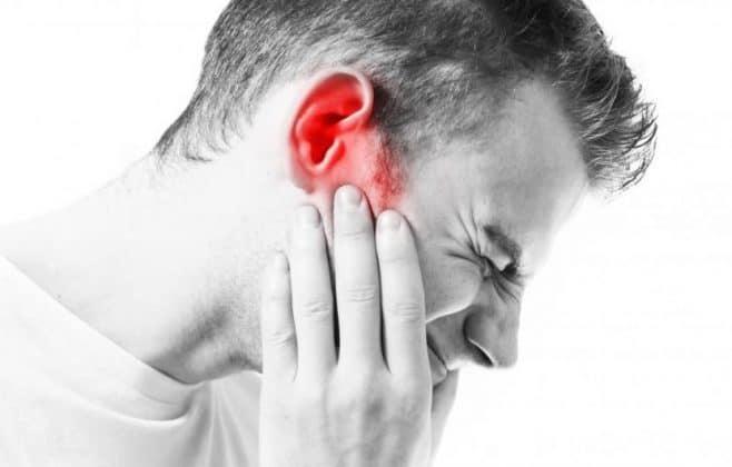 درد گوش موقع بلعیدن به چه علت بوجود میآید؟