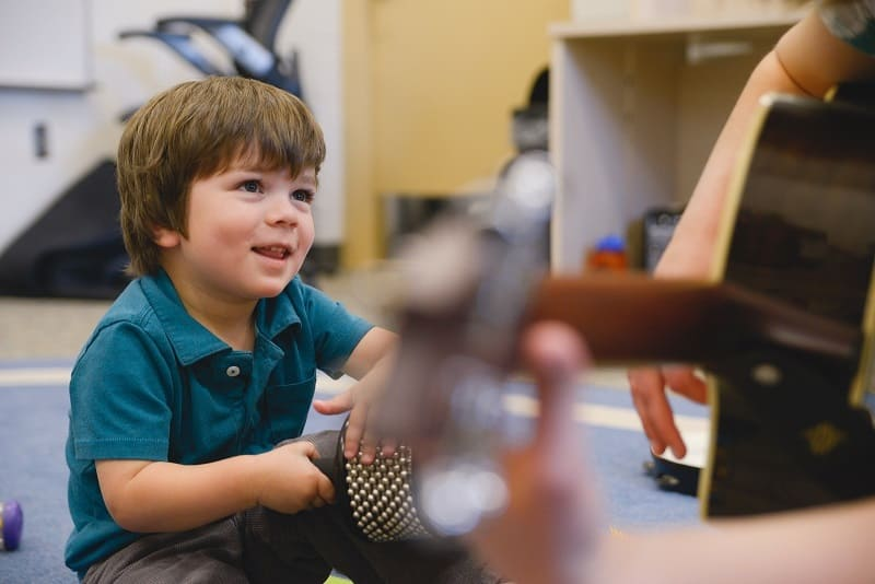 تاثیر موسیقی درمانی در عملکرد کودکان