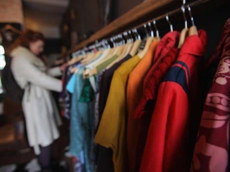 مرتبا از فروشگاه های لباس بازدید کنید
