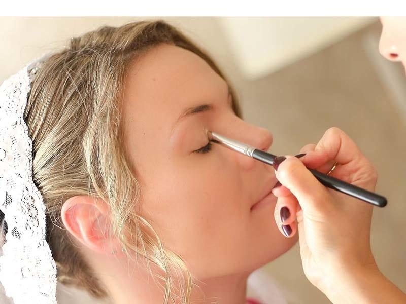 برای آرایش عروس از متخصص کمک بگیرید