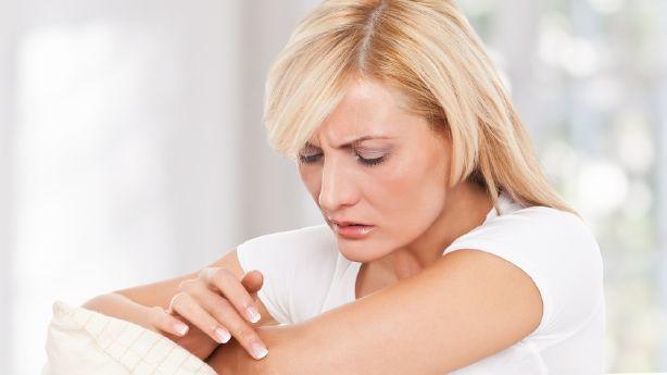 از بین بردن تیرگی آرنج با درمانهای خانگی، لایهبرداری و مرطوب کنندهها