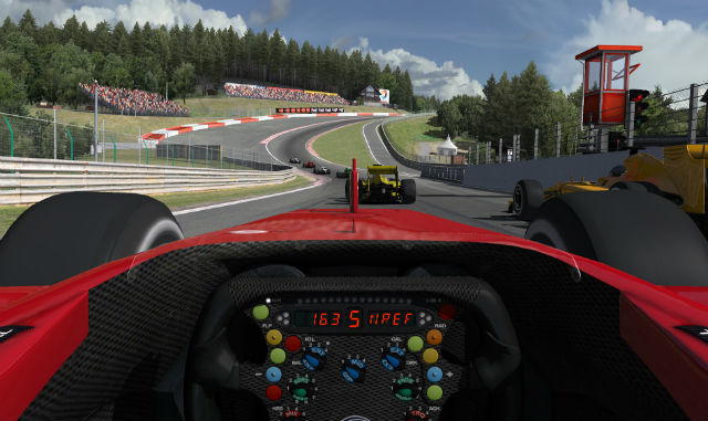 بازی های مسابقه ای شبیه ساز تلاش می کنند تا به شکل متقاعد کننده ای کنترل خودرو را جایگزین کنند .