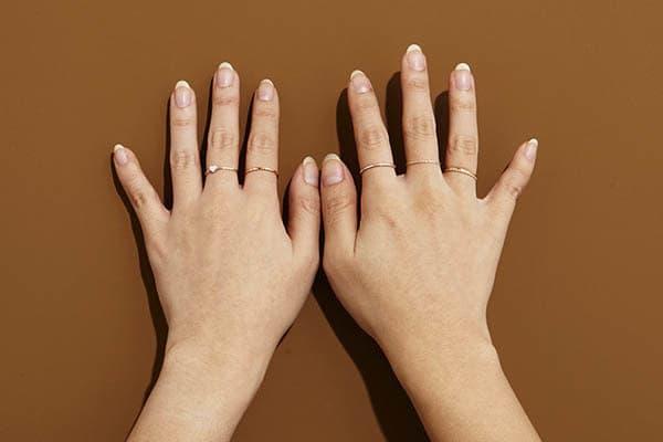 برای جوانسازی دستها مانیکور کنید