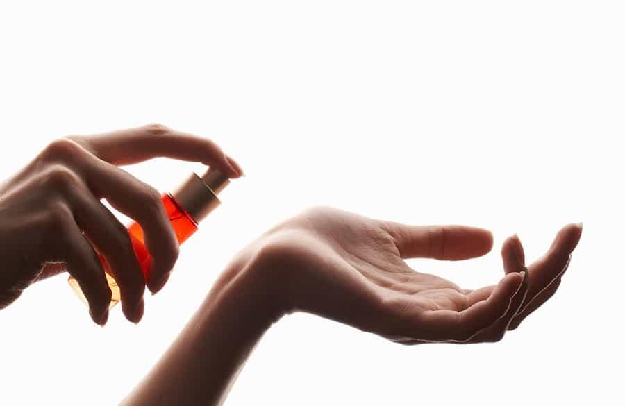عطر زدن و نکاتی برای استفاده صحیح استفاده از عطر