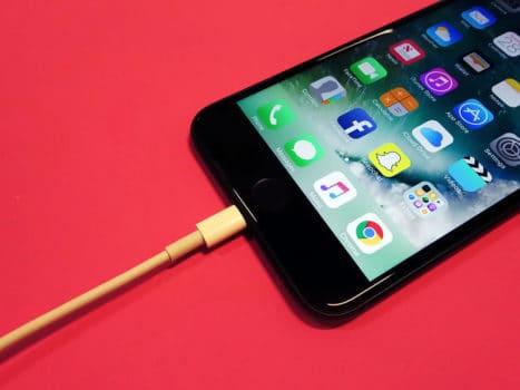 شارژ سریع موبایل در یک روز پر مصرف با ۴ گام ساده