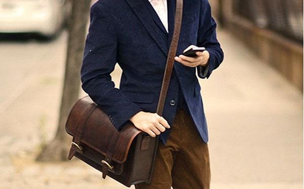 کیف مردانه چرم چه ویژگیهایی دارد و هنگام خرید آن باید به چه مواردی توجه کنیم؟
