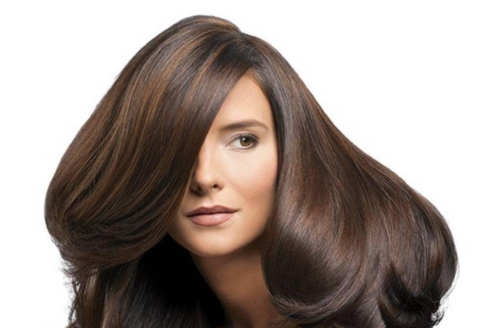 روغن نارگیل به داشتن موهای ضخیم و پرپشت کمک می کند